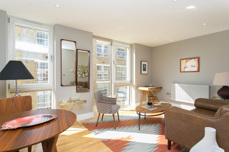 A modern one-bed flat adjoined to an Edwardian Printworks building, just moments from the tube. - Image 1 - London - rentals