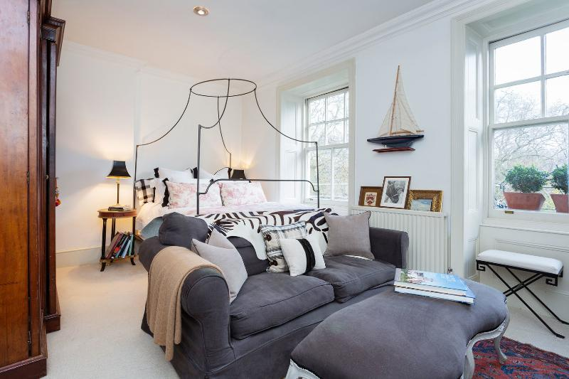A sweet studio apartment in the heart of Chelsea. - Image 1 - London - rentals