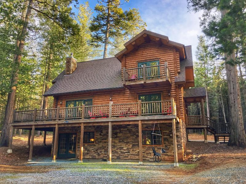 Unique, Secluded, 5-Star, Luxury Log Cabin Retreat - Image 1 - Volcano - rentals
