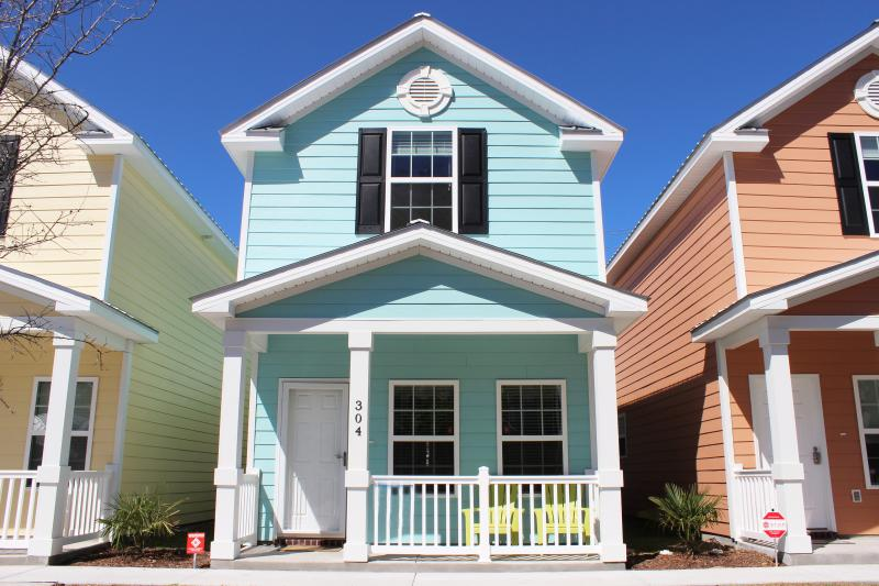 House Front View - BEAUTIFUL COMFORTABLE TOWNHOME ONE BLOCK TO BEACH - Myrtle Beach - rentals