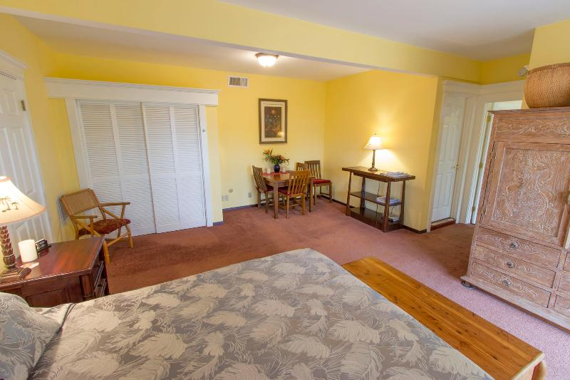 Master bedroom - 2BR Suite with Hot Tub & Fruit Trees, Upcountry! - Kula - rentals