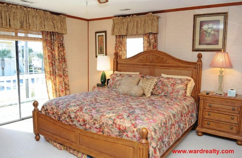 Master Bedroom with King - Relaxation by the Canala - Surf City - rentals