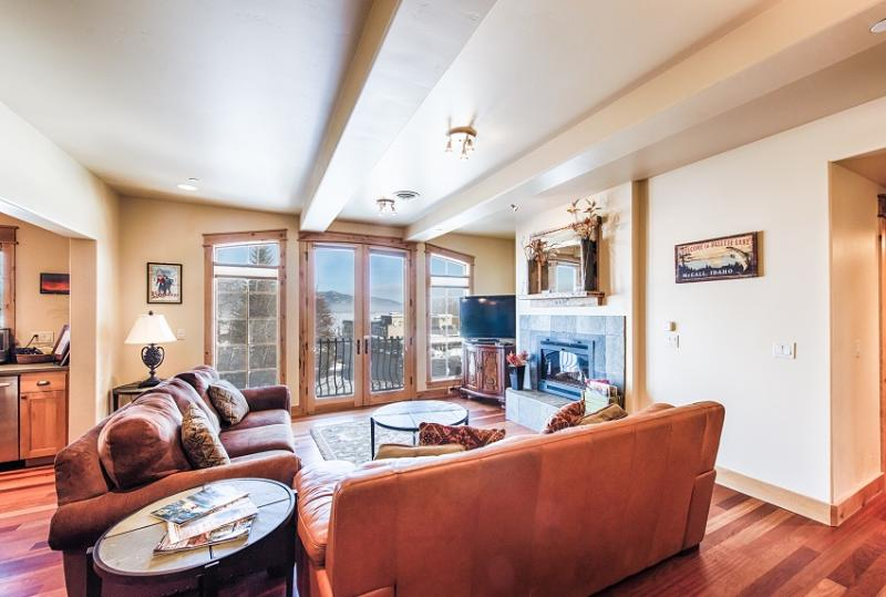 Park St. Penthouse East in downtown McCall.  Payette Lake and mountain views. - Park St. Penthouse E.- Downtown, Payette Lake View - McCall - rentals
