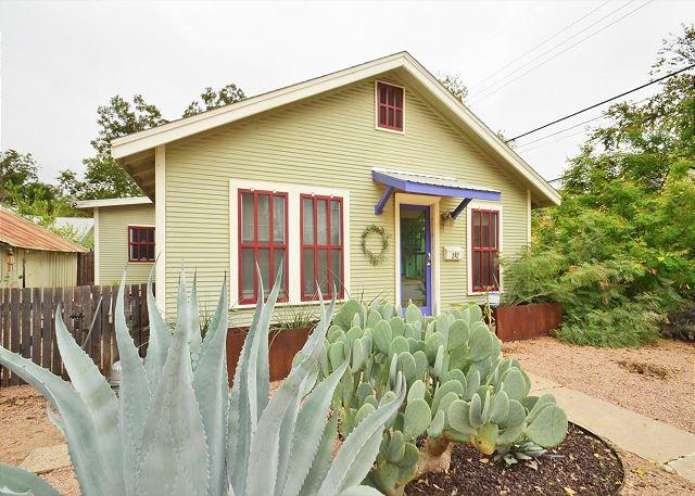 Natural Landscapped. - East Austin 2BR Bungalow - Walk to Downtown, 6th, Rainey and More! - Austin - rentals