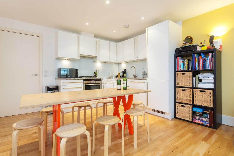 A light and spacious one-bed apartment in the heart of Camden. - Image 1 - London - rentals