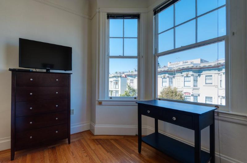 Inviting Vibe and Charm One Bedroom One Bathroom Studio - Image 1 - San Francisco - rentals