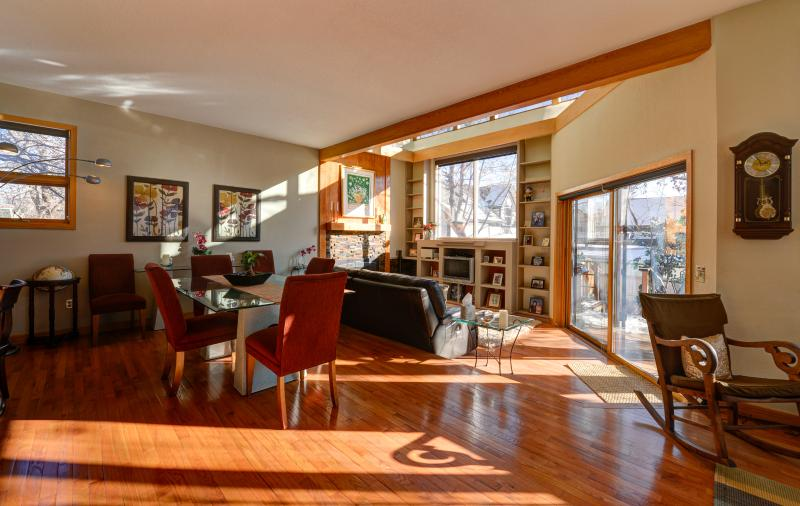 Great room- it is like you are outside with all the windows. - New Contemporary Home Listing in Downtown Boulder - Boulder - rentals