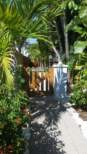 Panoramic water views! FREE Bikes, Kayaks & SUPs! An unbeatable island value. - Image 1 - Manasota Key - rentals