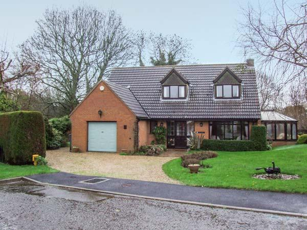 9 CHESTNUT CLOSE, detached cottage with garden, conservatory, WiFi, close amenities in Uppingham Ref 930951 - Image 1 - Uppingham - rentals