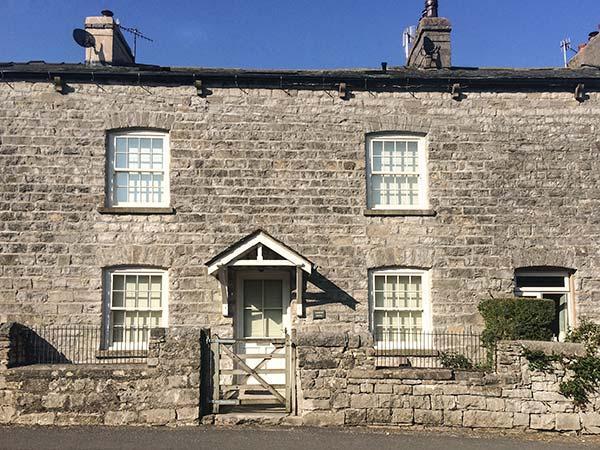 BARROW HOUSE character cottage, woodburning stove, en-suites, WiFi, garden in Grange-over-Sands Ref 929326 - Image 1 - Grange-over-Sands - rentals