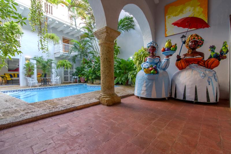 Colonial 6 Bedroom Villa Nestled in Old Town - Image 1 - Cartagena - rentals