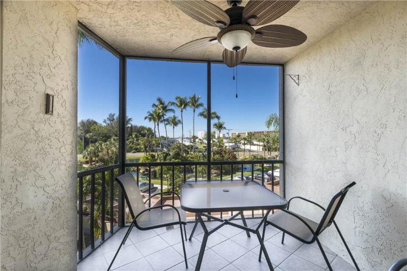 Harbor Towers Yacht & Racquet 324, 1 Bedroom, Heated Pools, Sleeps 4 - Image 1 - Siesta Key - rentals