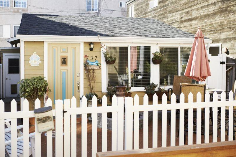 Charming Beach Bungalow in Mission Beach. Steps from the Sand. - Image 1 - Pacific Beach - rentals