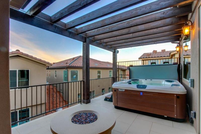 Bright home with a private hot tub & access to shared pools and a gym! - Image 1 - Santa Clara - rentals