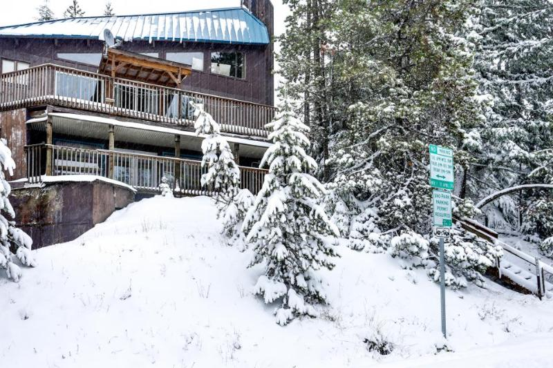 Spacious home w/ deck, forest views and close ski access! - Image 1 - Government Camp - rentals