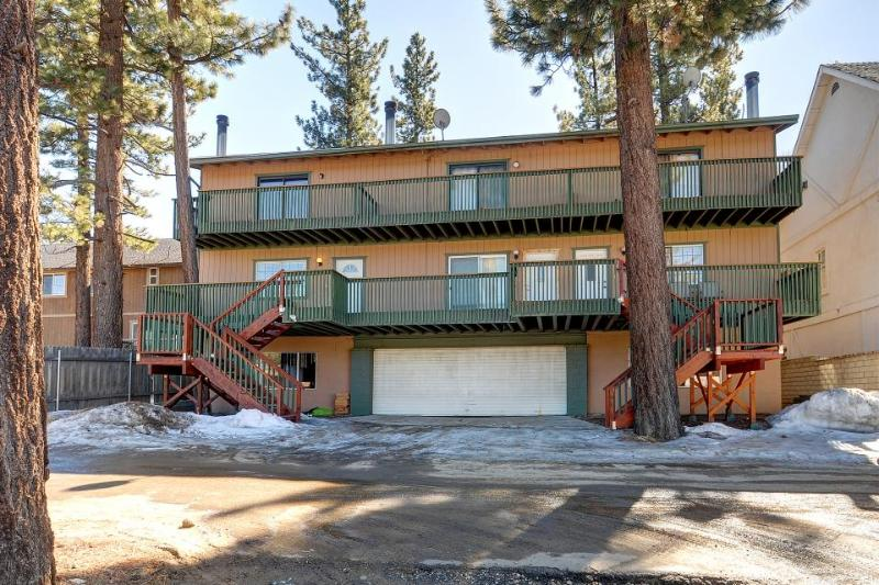 Rustic and cozy condo w/ entertainment - nearby ski and beach access - Image 1 - Big Bear Lake - rentals