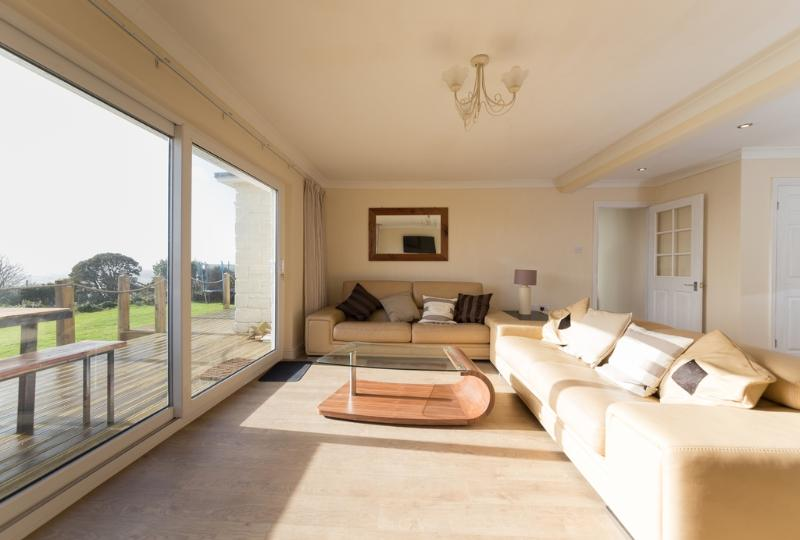 Bay View located in St Lawrence, Isle Of Wight - Image 1 - Whitwell - rentals