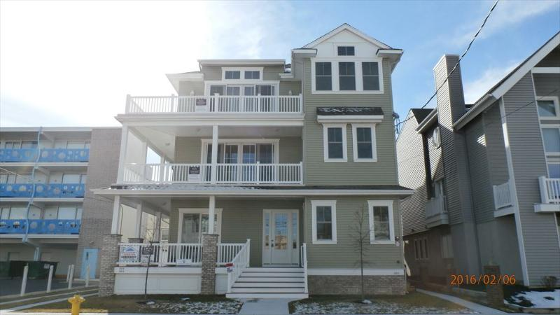 860 7th Street top floor 121472 - Image 1 - Ocean City - rentals