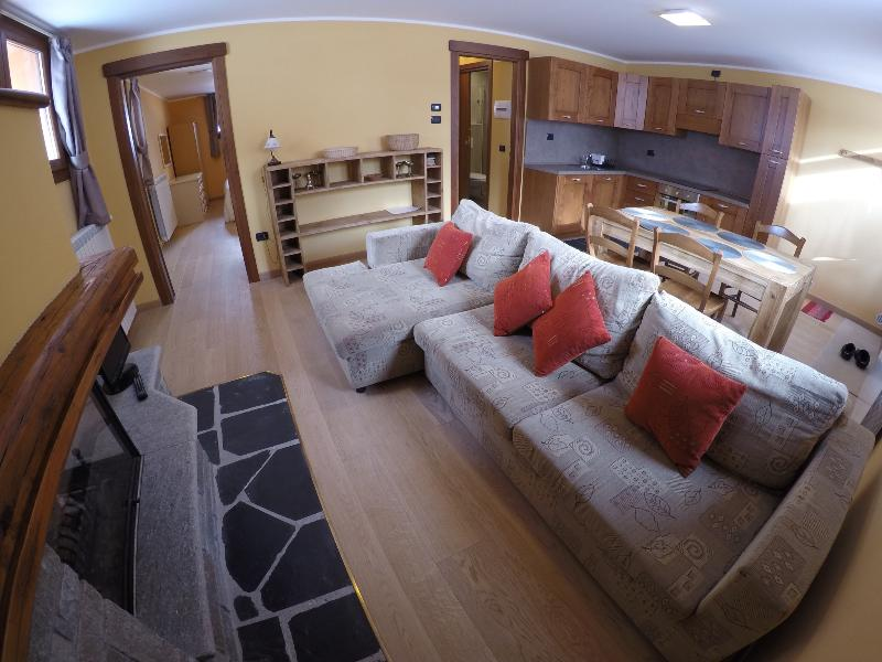 Chalet Alpina 2 bed apartment 200m from ski lifts - Image 1 - La Thuile - rentals