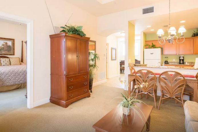 Living Room/Dining Room - 5-Star Accommodation - Orlando - rentals