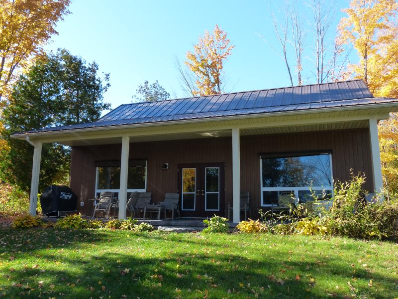Front of Cottage - Campbellford,Marmora-Rylstone Lake- Fishing, Canoe - Marmora - rentals