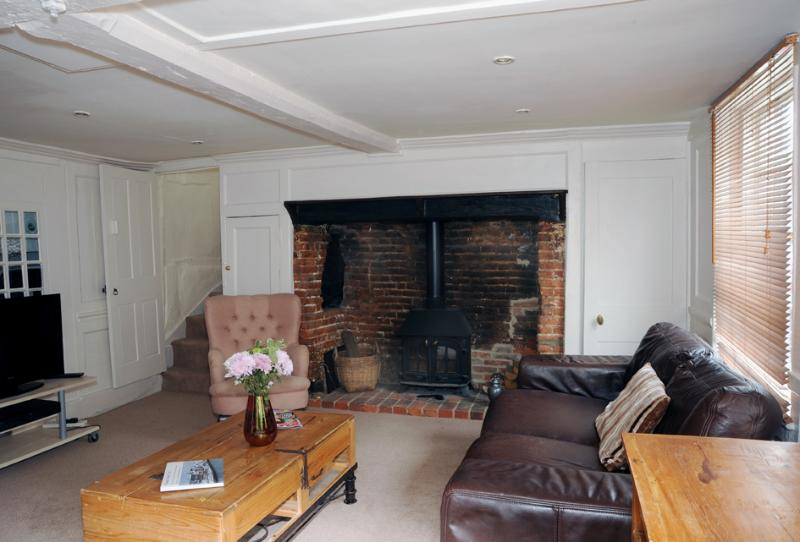 Comfortable and well-furnished sitting room with Inglenook fireplace. - The Old Bakery - Stunning cottage central Fareham - Fareham - rentals