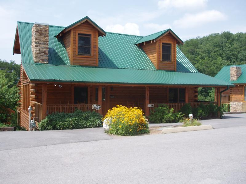 Papa Bear Lodge - 6 Bedroom, 6 Baths, Sleeps 18 - PAPA BEAR LODGE* 6 BR 6 BA * Close to Attractions! - Pigeon Forge - rentals