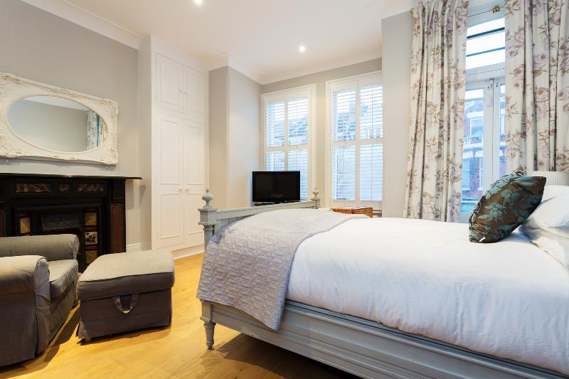 Three-bedroom home, Marjorie Grove, Clapham - Image 1 - London - rentals