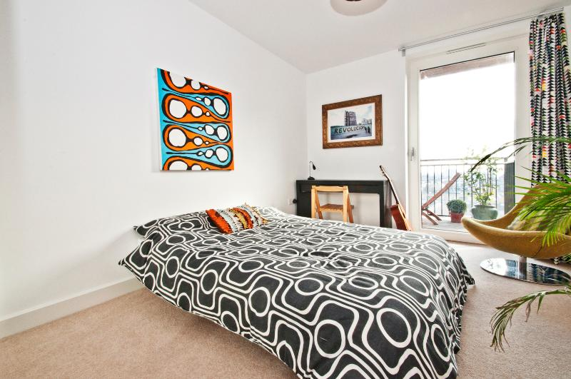 Stylish 2 bed with balcony & views, Dalston - Image 1 - London - rentals