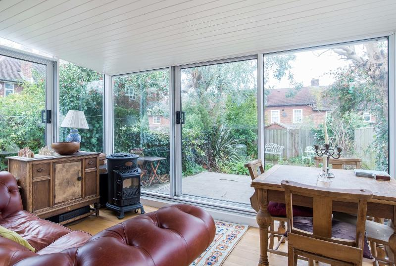 A charming two-bedroom cottage in peaceful Putney. - Image 1 - London - rentals