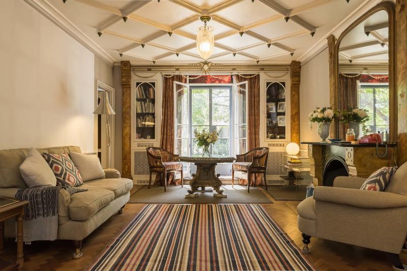 2 bed art deco apartment on Bayswater Road, Kensington - Image 1 - London - rentals