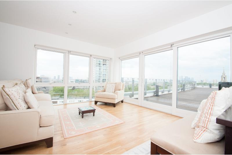 Stunning views across the River Thames, London Bridge/ Bermondsey - Image 1 - London - rentals