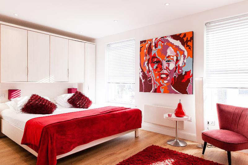 2 NIGHTS 15% OFF*OXFORD ST*FANTASTIC 3bed/4bath DESIGN*OXFORD ST*AIRPORT PICK-UP - Image 1 - London - rentals