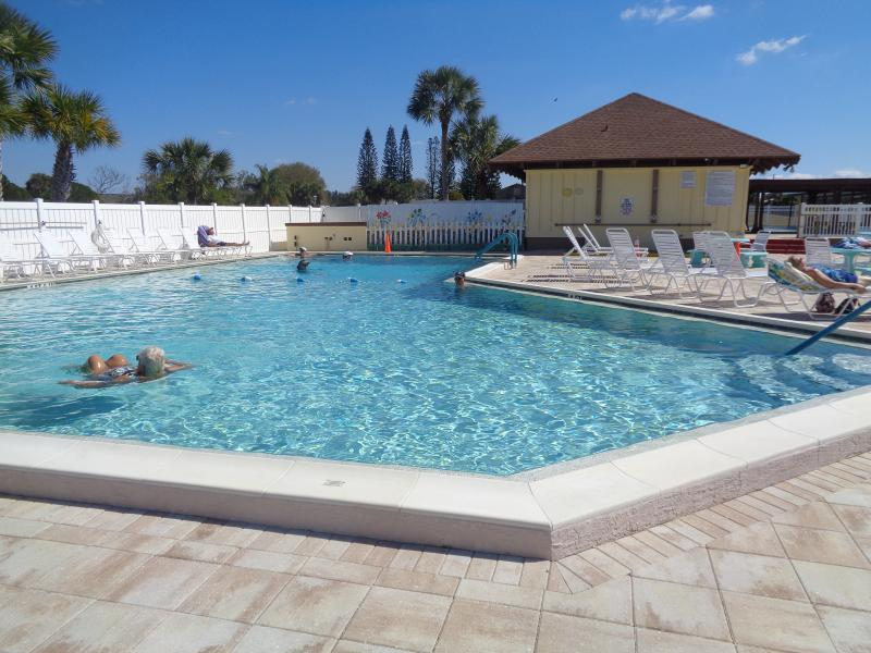 club house pool 80 degrees all year round - 2/2 house,1 Min.to Club House Pool,15 Min. Beaches - Port Charlotte - rentals
