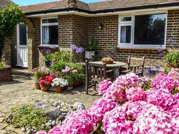 HERBRAND HOUSE, beachfront single-storey cottage, WiFi, patio, Cooden Beach, Bexhill Ref 930260 - Image 1 - Bexhill-on-Sea - rentals