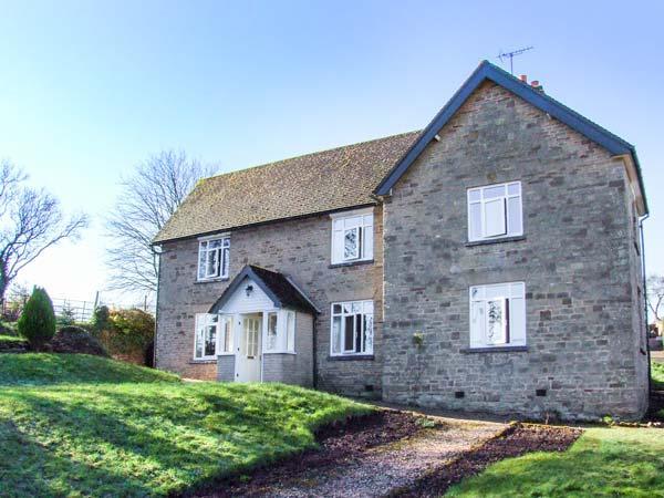 BRIDGE HOUSE, detached, open fire, pet-friendly, access to paddock, walks from the door, Malvern, Ref 931850 - Image 1 - Great Malvern - rentals