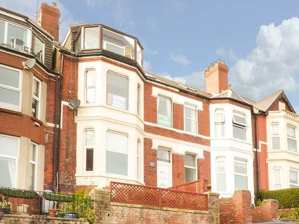CROW'S NEST, ground floor apartment, WiFi, garden, in Barry, Ref 931866 - Image 1 - Barry - rentals