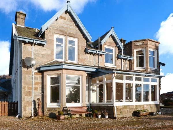 ALVEY HOUSE, superior Victorian-styled villa, open fire, off road parking, enclosed garden, in Newtonmore, Ref 934608 - Image 1 - Newtonmore - rentals