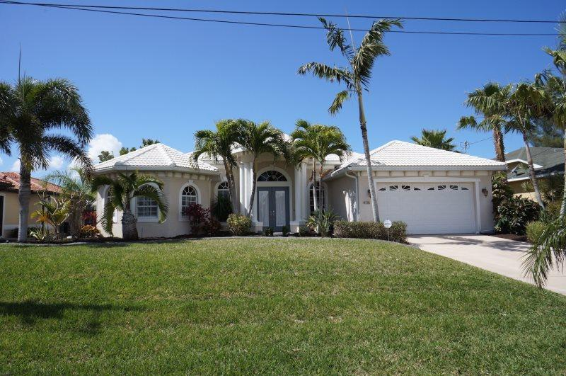 Villa Capri - Cape Coral 3b/2ba luxury home w/electric heated salt water pool/spa, gulf access canal, HSW Internet, Boat Dock with 10.000 lb Boat Lift - Image 1 - Cape Coral - rentals