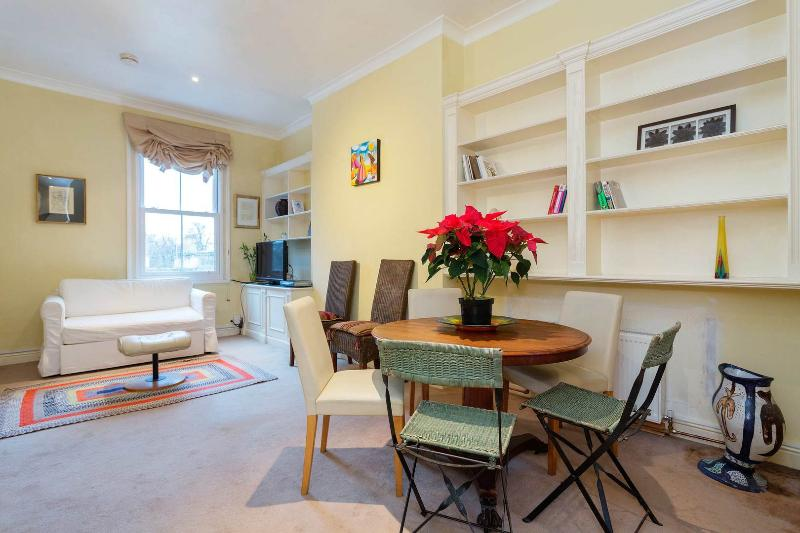 A quirky two-bedroom property in West Brompton. - Image 1 - London - rentals