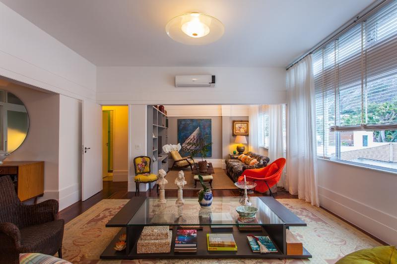 Stylish 2 Bedroom Apartment Nestled in Jardim Botanico - Image 1 - Rio de Janeiro - rentals