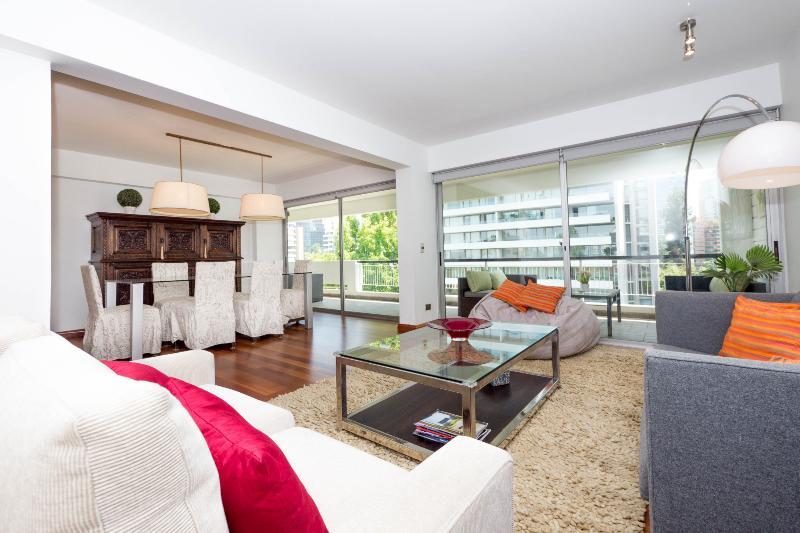 Gorgeous 3 Bedroom Apartment in Stylish El Golf - Image 1 - Santiago - rentals