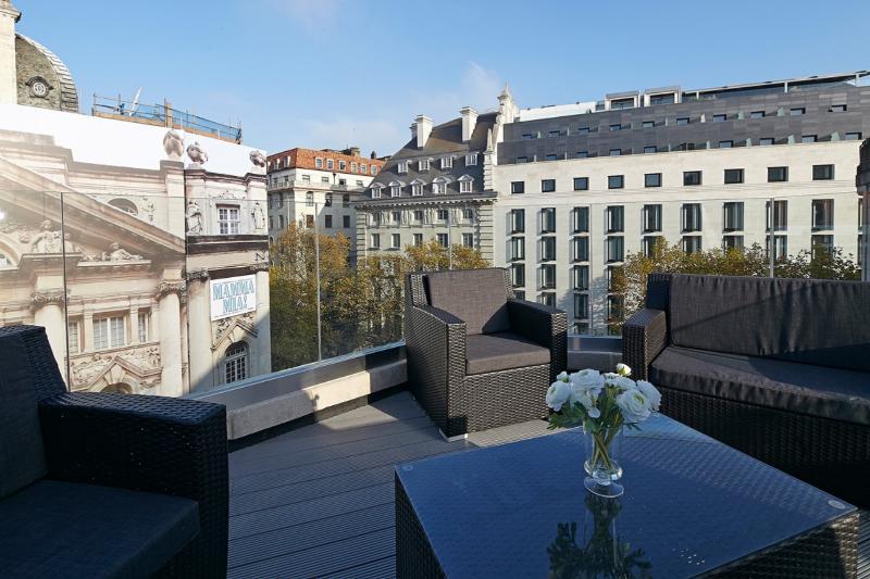 Crisp 3 Bedroom Penthouse in Covent Garden - Image 1 - London - rentals