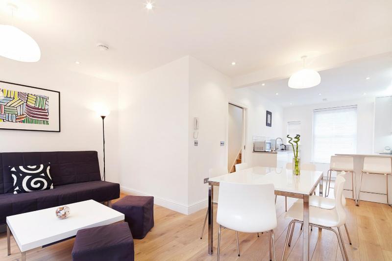 Ultra-Sleek 2 Bedroom Apartment in Covent Garden - Image 1 - London - rentals