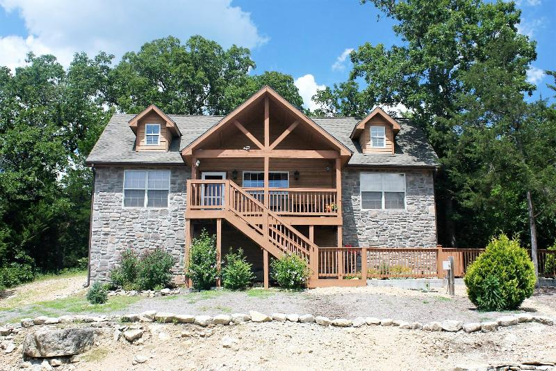 Front of Lodge - Beautiful Spacious Lodge at Stonebridge Village! - Branson - rentals