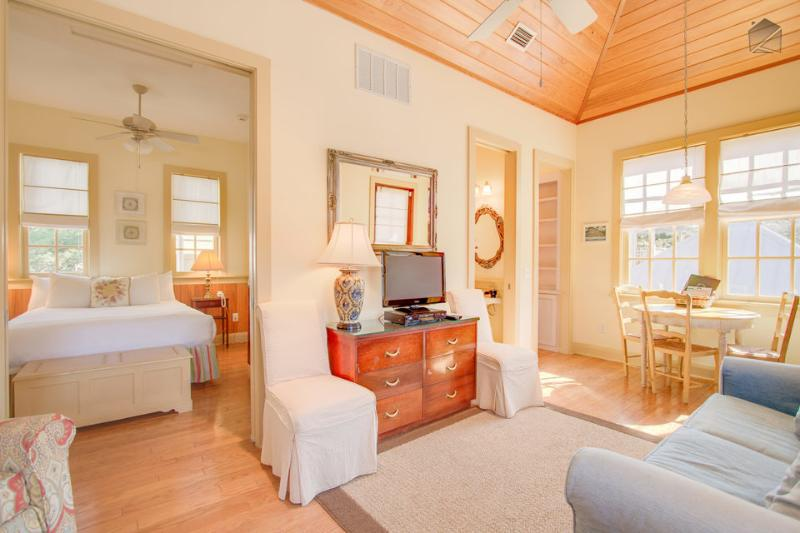 Cozy carriage house in the heart of Rosemary Beach - Big Thyme Carriage House - Image 1 - Rosemary Beach - rentals