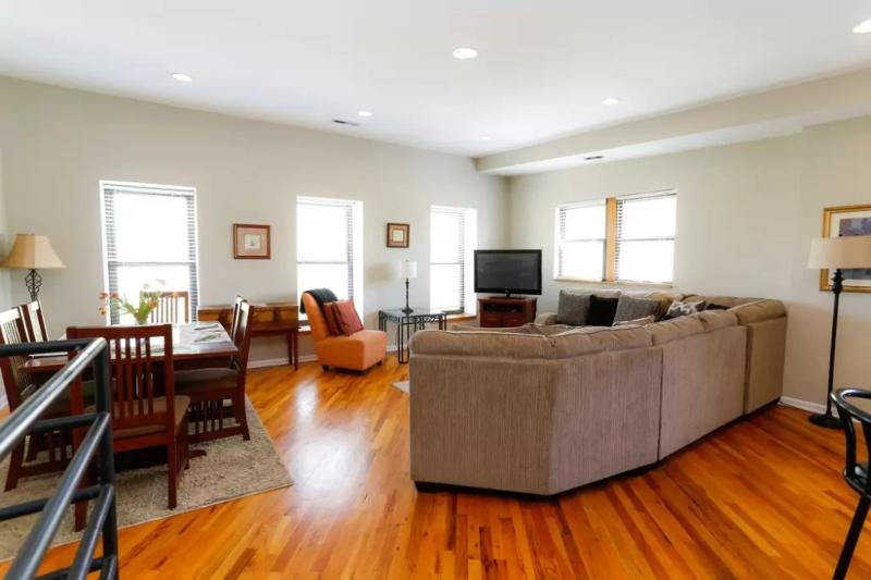 Sophisticated 2 Bedroom 2 Bathroom Apartment in Chicago - Image 1 - Chicago - rentals