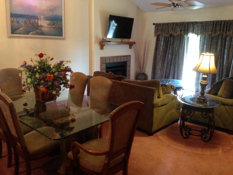 Dinning and Living Room - 3BR Lakefront Condo- 2 min walk to the Beach!! - Myrtle Beach - rentals