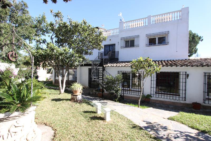 Villa Front View from the garden entrance to a  seperate entrance to the apartment in the 1. Floor - Beachside  amazing 130m² Roof terrace Beach view - Marbella - rentals