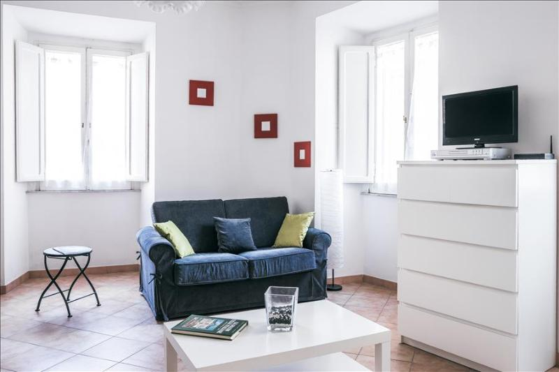 1bdr apt close to the Trevi Fontain - Image 1 - Rome - rentals